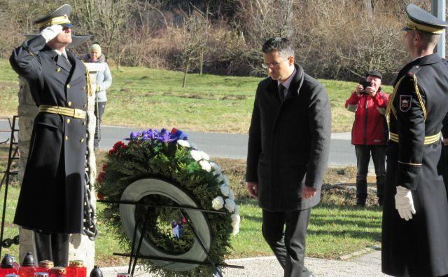 Premier Marjan Šarec se je poklonil žrtvam frankolovskega zločina. FOTO: Špela Kuralt/Delo