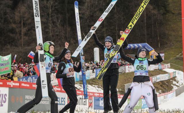 Slovenske skakalke so današnjo ekipno preizkušnjo zaključile na drugem mestu. FOTO:Aljoša Rebolj