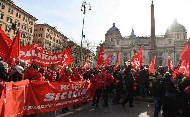 Italijanski sindikati vlado obtožujejo, da jih je prezrla.FOTO: Andreas Solaro/Afp