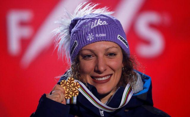 Ilka Štuhec je po St. Moritzu 2017 še drugič prejela zlato snežinko za zmago v smuku. FOTO: Leonhard Foeger/Reuters