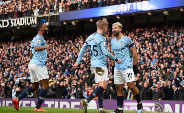 Napadalec Sergio Agüero (desno) igra v odlični formi v majici Manchester Cityja. FOTO: AFP