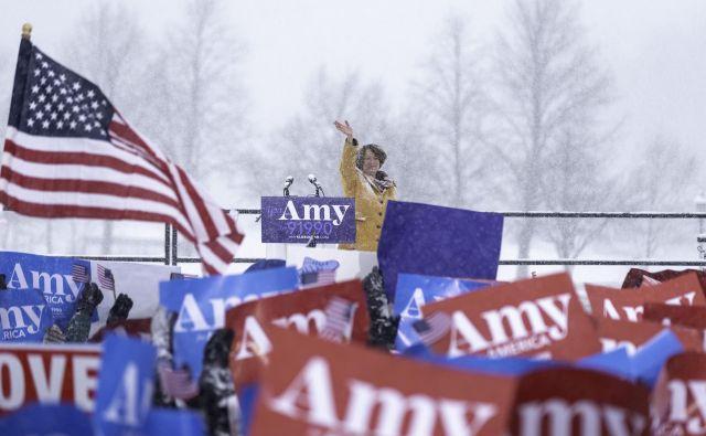 »Klobucharsuperstar,« so na prireditvi vzklikali zbrani podporniki, ki jih ni ustavilo še tako močno sneženje. FOTO: Kerem Yucel/Afp