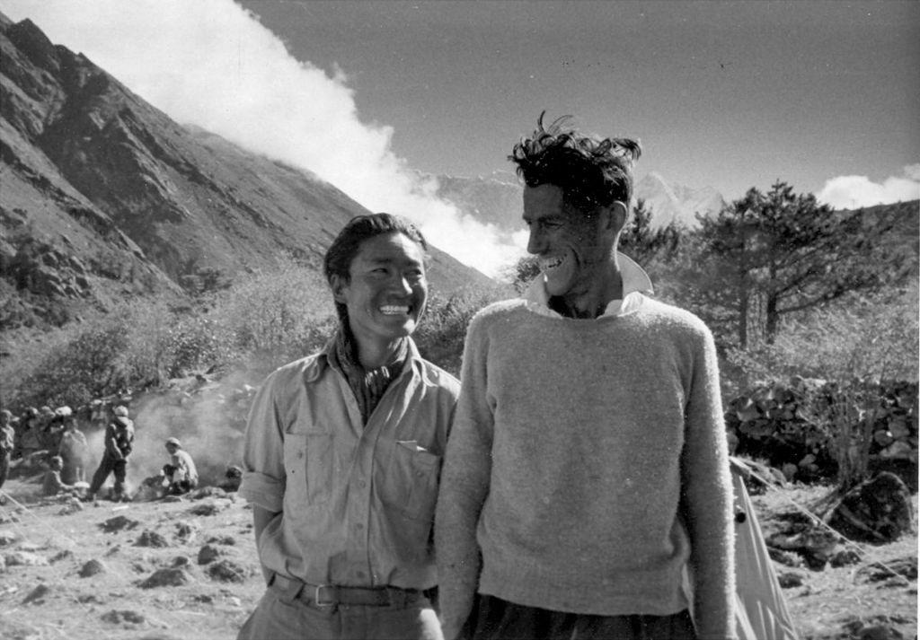 FOTO:Pisma, ki jih je pisal tik pred vzponom na Everest, naprodaj na dražbi