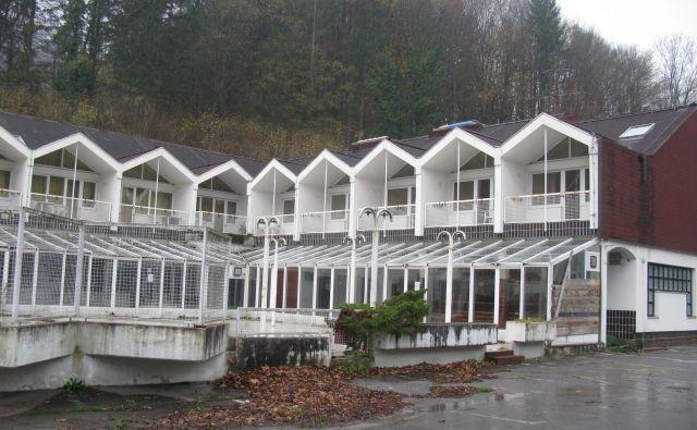 Hotelski kompleks v Medijskih toplicah je v tretje naprodaj za 895 tisočakov. Foto Polona Malovrh
