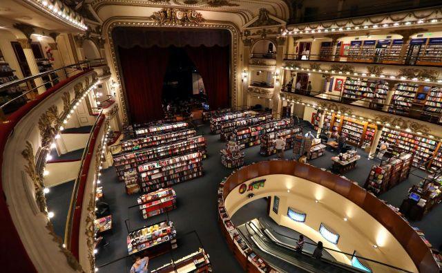 Kraljica južnoameriških knjigarn El Ateneo na buenosaireški aveniji Santa Fe, urejena v nekdanjem gledališču Teatro Gran Splendid, velja za najlepšo v mestu Jorgeja Luisa Borgesa, Julia Cortázarja, Manuela Puiga in gosta <em>Fabule</em> Alberta Manguela. Foto Reuters
