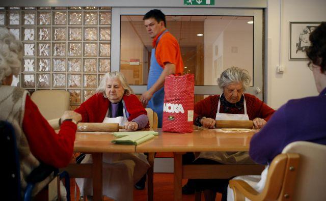 Če demenco pravočasno odkrijemo, je mogoče upočasniti razvoj simptomov. Foto Uroš Hočevar