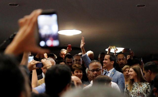 Večina držav Evropske unije je Juana Guadója priznala za začasnega predsednika Venezuele. FOTO: Manaure Quintero/Reuters