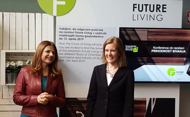 Direktorica GZS Sonja Šmuc in predsednica finskega združenja gradbenih inženirjev Miimu Airaksinen sta odprli razstavo. FOTO: Borut Tavčar/Delo