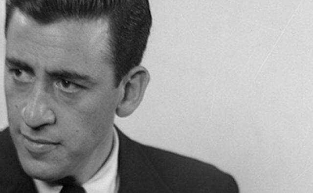 Salingerjev Varuh v rži je preveden v večino tujih jezikov, po svetu so prodali skoraj 80 milijonov izvodov, vsako leto jih še vedno prodajo okoli 250.000. FOTO: AP