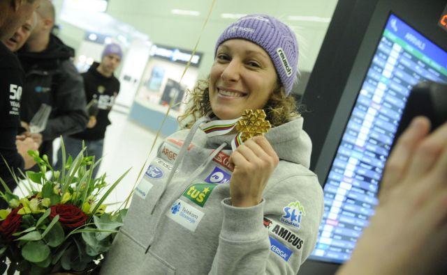 Leta 2014 je v Zagrebu pristala zlata Tina Maze, ki se je vrnila z dvema najžlahtnejšima odličjema z OI v Sočiju! Ilka Štuhec gre po Tinini poti, Zagreb, zlato in kristal ostajajo rdeča nit. FOTO: Drago Perko