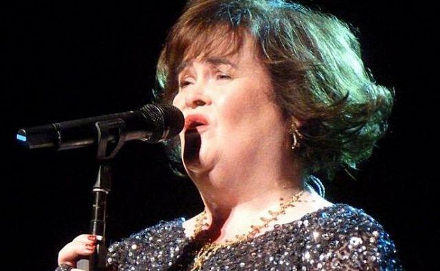 Po več letih odsotnosti je Susan Boyle znova stopila na oder, napoveduje pa tudi turnejo in izid plošče. FOTO: Wikipedia Foto Wikipedia