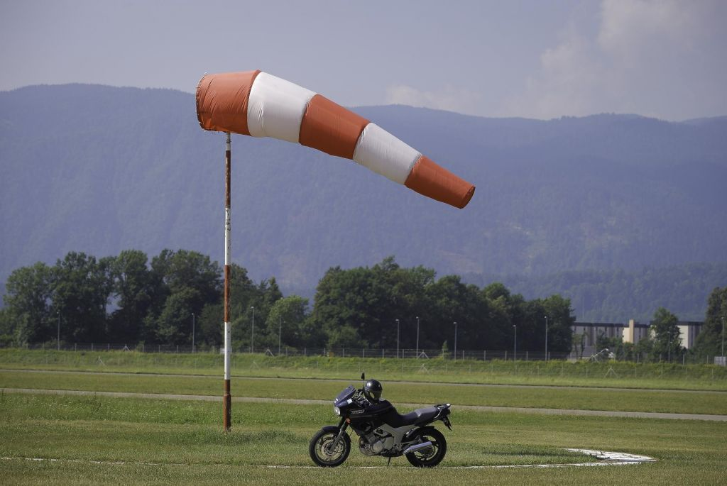 Močan veter na Gorenjskem, najmočnejši sunek dosegel 93 kilometrov na uro