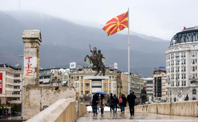 Slovenija želi z ratifikacijo podati»močno sporočilo podpore Severni Makedoniji,« je poudaril zunanji minister Miro Cerar. FOTO: Robert Atanasovski/AFP