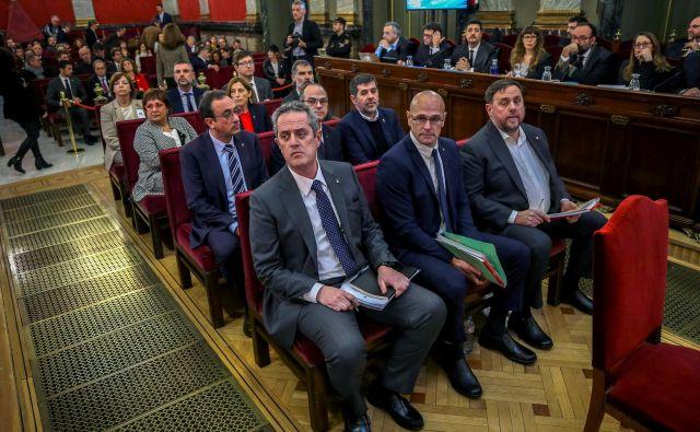 Dvanajsterica obtoženih katalonskih independentistov. FOTO: Reuters