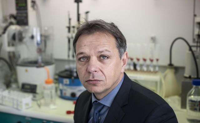 Dekan veterinarske fakultete Andrej Kirbiš pravi, da poljski primer potrjuje, da je v tovrstnih obratih nujna navzočnost neodvisnih strokovnih služb, saj težnja po čim večjih in hitrejših zaslužkih vodi tudi do zlorab. FOTO: Voranc Vogel