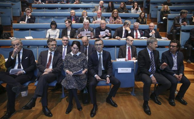 Udeleženci Italijansko-slovenskega poslovnega foruma, na desni Andrea Di Anselmo. FOTO: Jože Suhadolnik/Delo