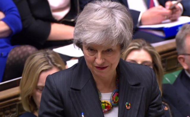 Britanska premierka je danes pred poslanci priznala, da njeni vladi (še) ni uspelo doseči sprememb sporazuma o izstopu. FOTO: Afp