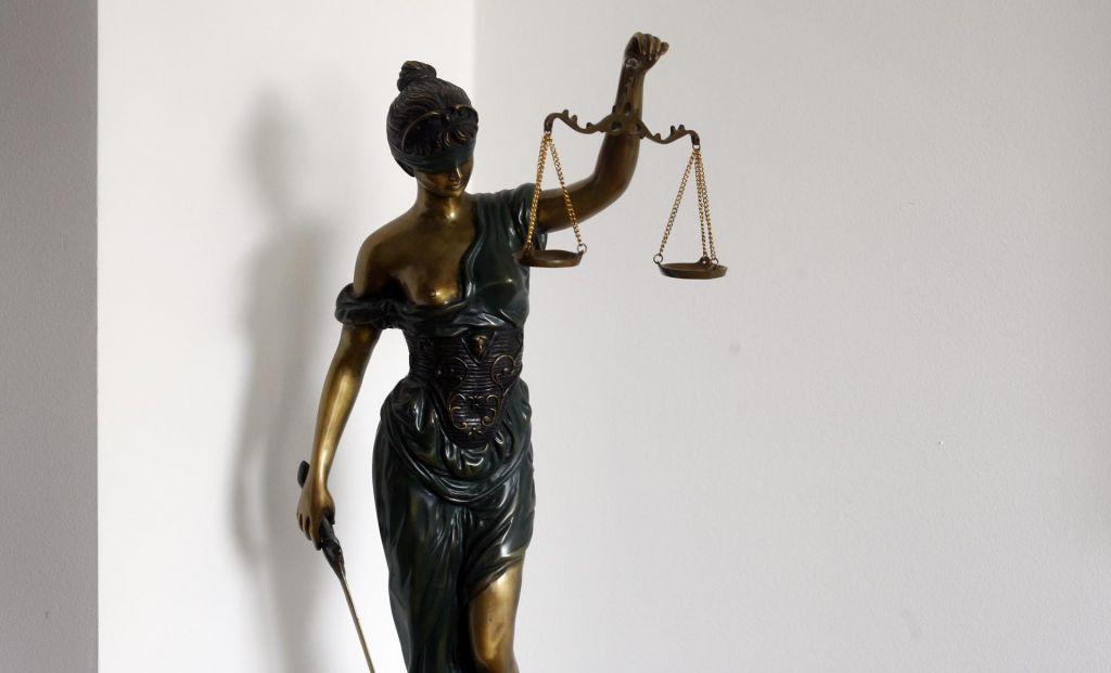 Na sodiščih lani ostalo 144 tisoč nerešenih zadev