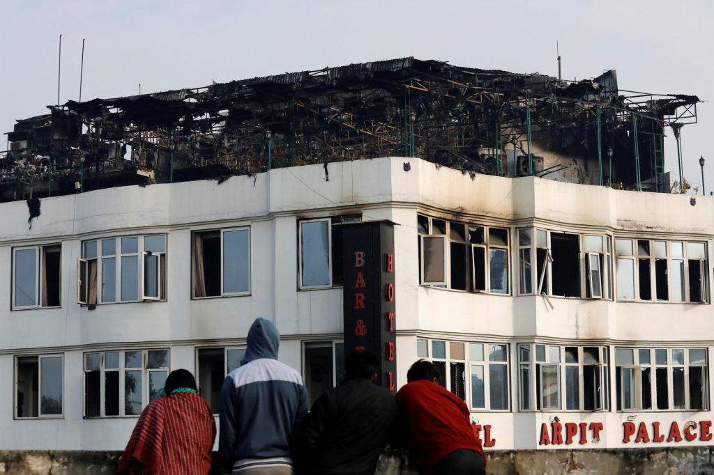 V požaru v hotelu v New Delhiju najmanj 17 mrtvih
