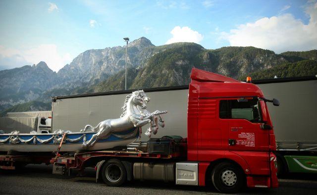 Samovozeči tovornjaki bodo znižali stroške. FOTO Jure Eržen/Delo