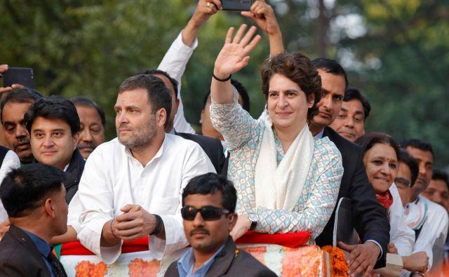 »To je tako, kot da bi med nas znova prišla Indira,« so vzklikali, ko je 36-letna političarka iz ene od najuglednejših indijskih družin obiskala Loknov, glavno mestu Utar Pradeša. FOTO: Reuters