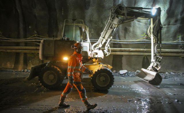 »Predor gradimo po načelu <em>stop & go</em> – najprej prevrtamo zgornjo tretjino, pod stropom predora okoli 150 metrov proti Sloveniji,« je pojasnilKarlbauer<strong>.</strong>FOTO: Jože Suhadolnik