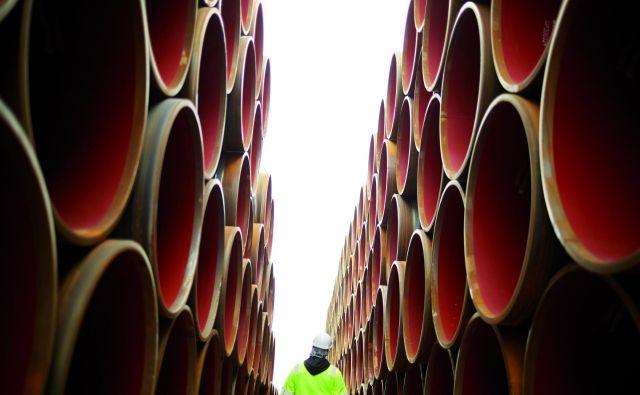 Gradnja plinovoda Severni tok 2, ki jo vodi ruski energetski gigant Gazprom, ni le energetsko, ampak tudi kočljivo geopolitično vprašanje. FOTO: Nord Stream 2/Axel Schmidt