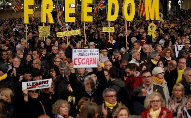 Liberalne demokracije, ki smo jih vzpostavili s težko borbo, se po celi Evropi opotekajo pod vse večjo silo skrajne desnice. FOTO:Reuters