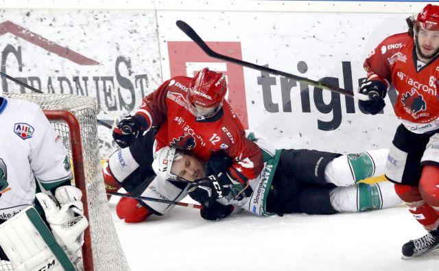 Razmerje hokejskih sil v Sloveniji se je v tej sezoni povsem zasukalo, Ljubljančani zmagujejo, Jeseničani izgubljajo. FOTO: Roman Šipić/Delo