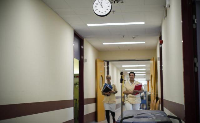 Bolj kot odpravi čakalnih dob, se na ministrstvu posvečajo finančni sanaciji bolnišnic. FOTO: Delo