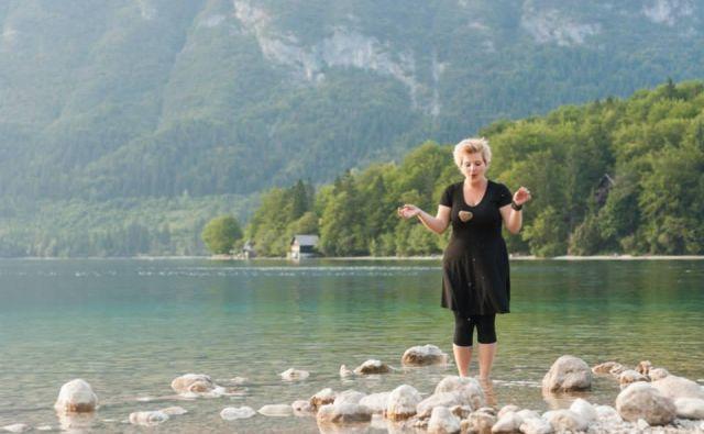 Meditacija v Bohinjskem jezeru FOTO: Jure Matoz