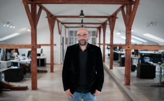 Sergej Novakovič je prepričan, da je optimalno delovno okolje zelo pomembno, zato je obnovo poslovnih prostorov v Žalcu zasnoval kar sam.