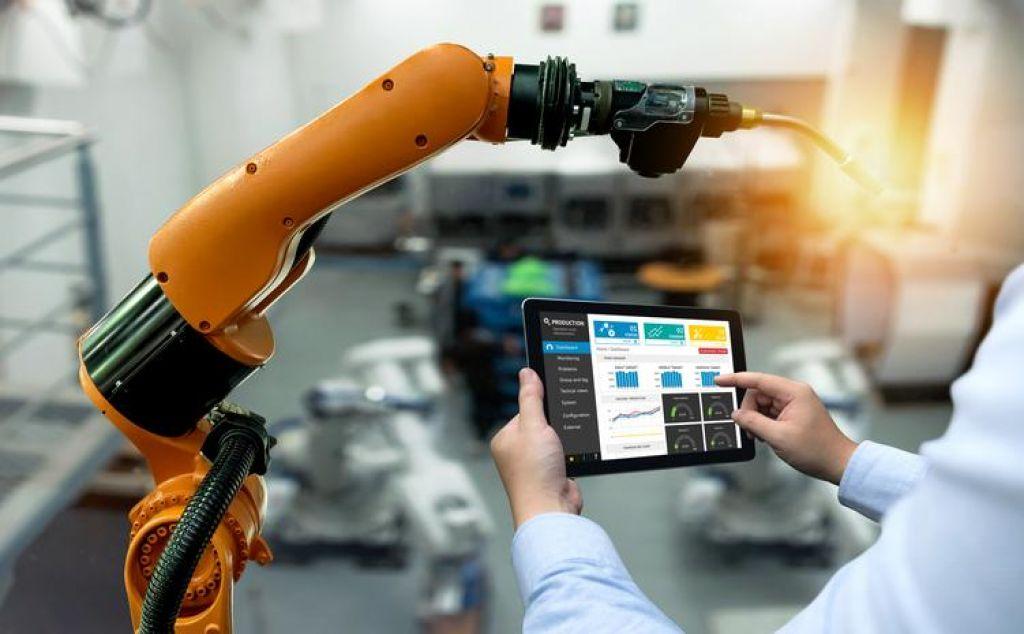 Industrijska proizvodnja v evrodeželi še naprej nazaduje