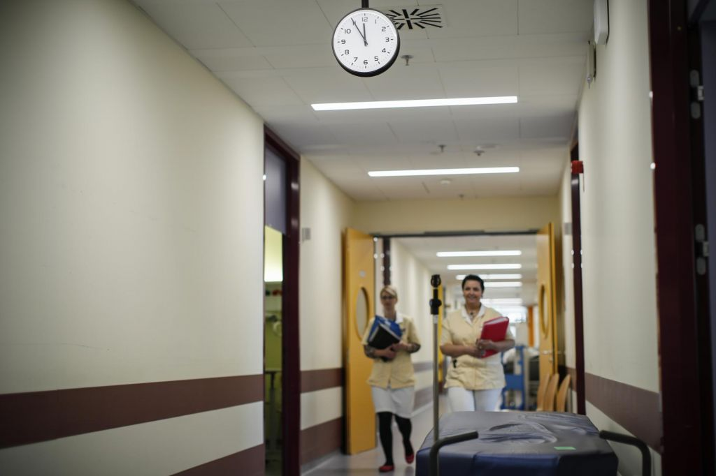 Čakanje bolnikov se spet podaljšuje