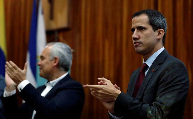Vodja venezuelske opozicije Juan Guaidó uživa široko mednarodno podporo. FOTO: Carlos Garcia/Reuters