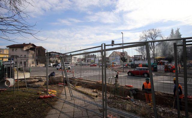 Dela v križišču med Drenikovo ulico, Celov�ško cesto in ulico Na Jami FOTO: Tia Pongrac