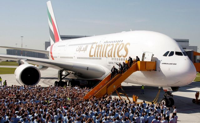 Airbus bo prenehal izdelovati letalo Airbus A380. FOTO: Tobias Schwarz/Reuters