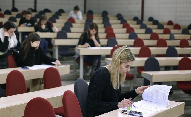 Največ zanimanja za tujino je med bodočimi ekonomisti. FOTO: Blaž Samec/Delo
