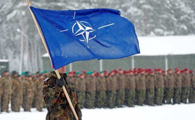 Nemška bojna skupina v Litvi je del Natove povečane prisotnosti. Nemški obrambni kolač se v zadnjih letih veča, a ne dovolj hitro za uresničitev ključnih ciljev. FOTO: Reuters