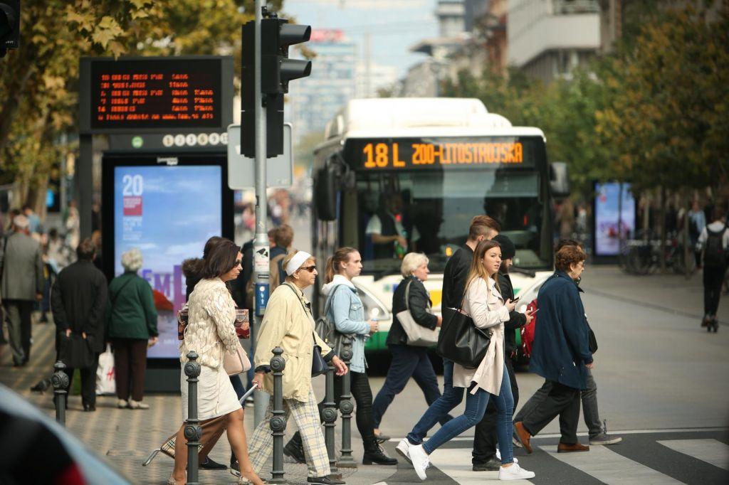 FOTO:Parkirnine in spodbude so ključ za bolj čist promet