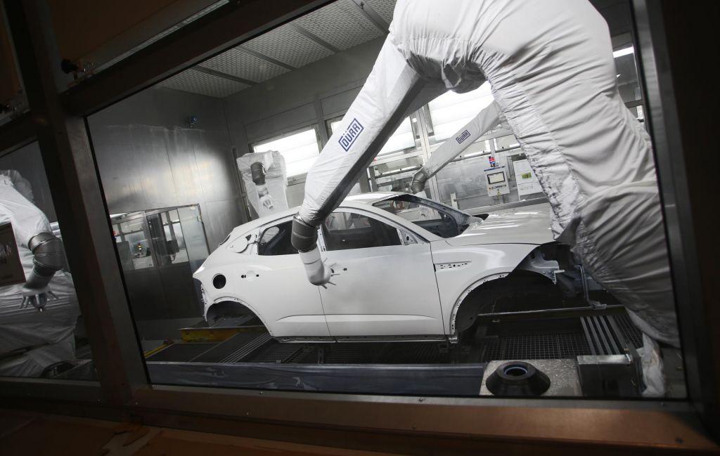 Del proizvodnje bo Magna začasno opravila v Gradcu