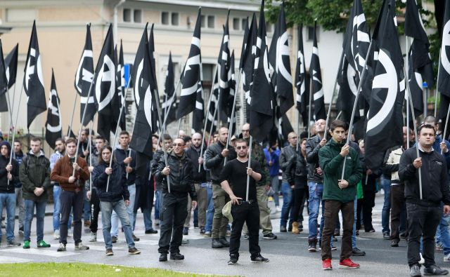 Kako postane fašist boljši od partizana, vedo fašisti na shodu v Gorici. FOTO: Leon Vidic