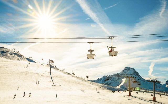 Tudi v gorah bo čez dan toplo, vendar bo snežna odeja ponoči zamrznila. FOTO: Getty Images/istockphoto