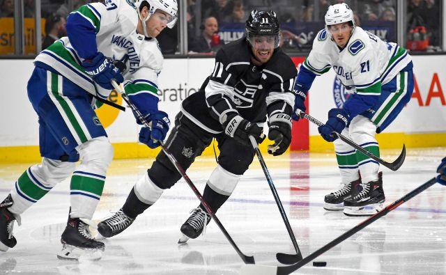 Anže Kopitar in soigralci na domačem ledu niso strli kanadske ekipe iz Vancouvra. FOTO. Reuters