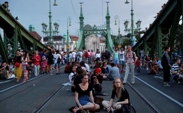 Budimpešti rečejo tudi vzhodni Pariz, poleg kozmopolitskega šarma obe prestolnici druži tudi uporniški duh njunih meščanov. FOTO: Reuters