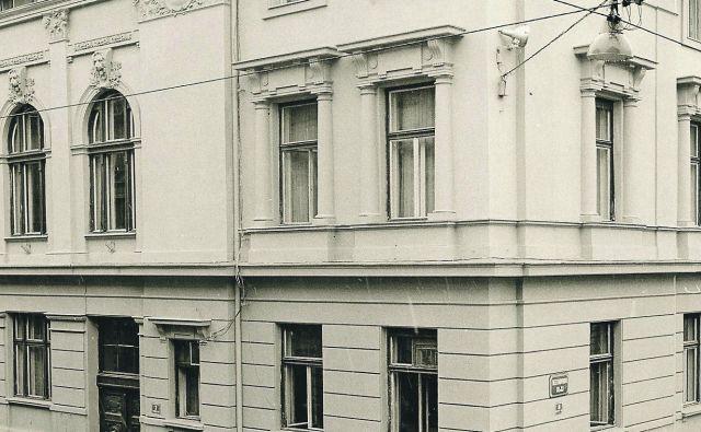 Člani uredništva Dela 20. februarja 1982, ko se je poslovilo od starih prostorov na Tomšičevi ulici. Foto Joco Žnidaršič