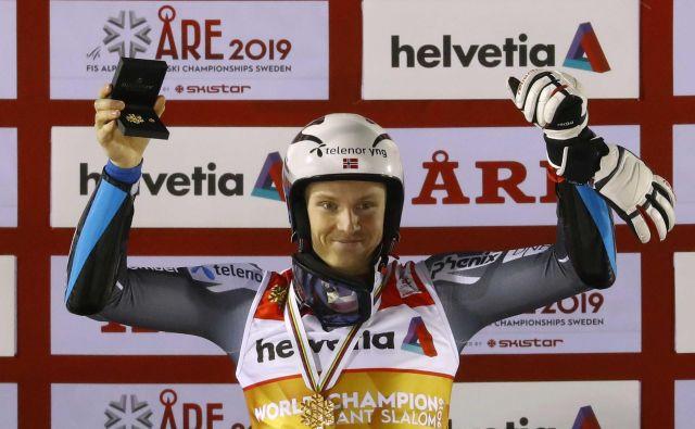 Henrik Kristoffersen je bil trikrat četrti na SP, včeraj je končno osvojil prvo kolajno v karieri – in to zlato. FOTO: Leonhard Föger/Reuters