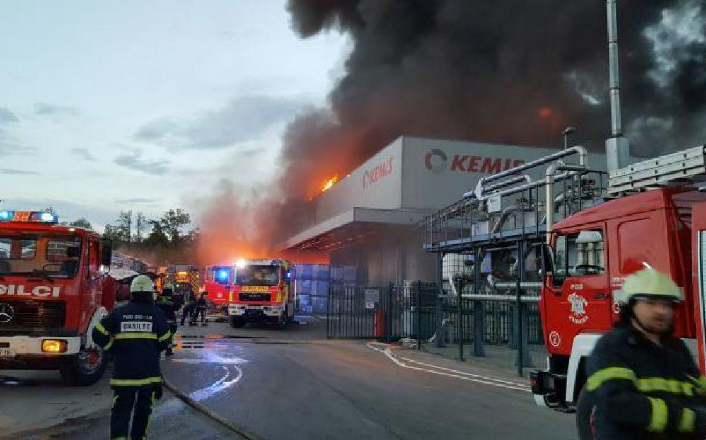 Velik požar v tovarni Kemis v srbskem Šabcu