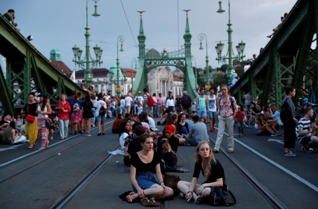 FOTO:Turisti so priložnost, Orbánov vpliv pa ne