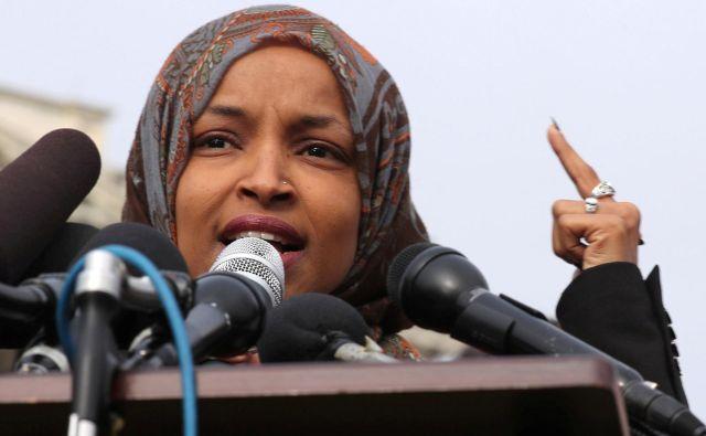 Nedavne tvite Ilhan Omar so mnogi tudi v demokratski stranki razumeli kot prikrit antisemitizem, namigovanje na židovski denar, ki kvarno vpliva na politiko. FOTO: REUTERS/Jonathan Ernst